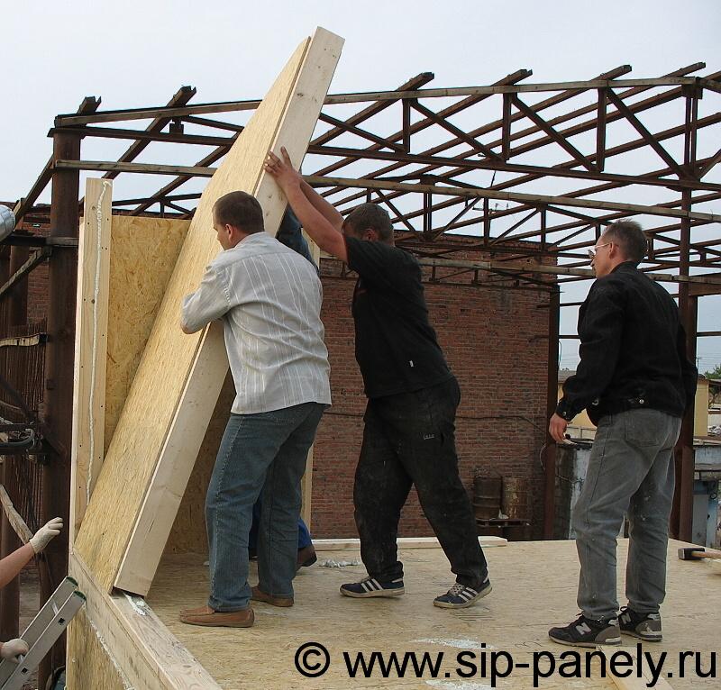 Стены мансарды устанавливаются по аналогии со стенами первого этажа, процесс монтажа которых мы подробно рассмотрели...